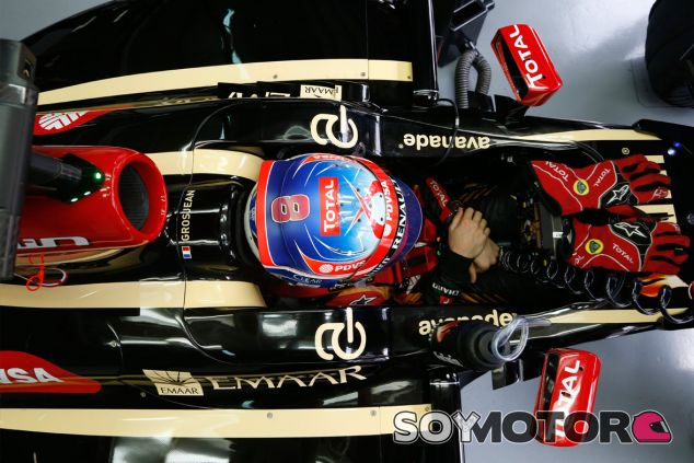 Romain Grosjean en su E22 durante los libres del GP de Malasia - LaF1