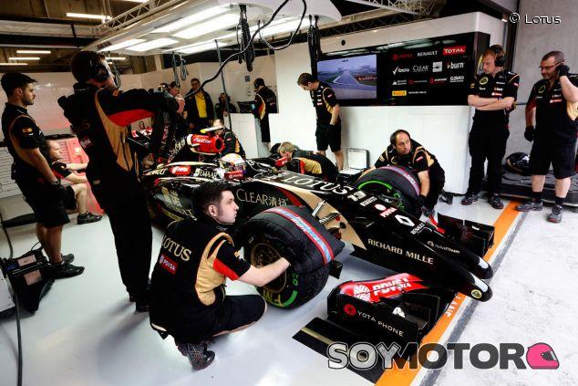Pastor Maldonado en el box de Lotus en China - LaF1