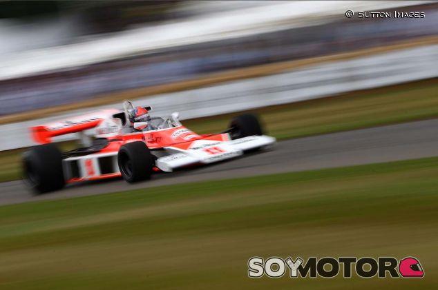 Emerson Fittipaldi en el Festival de Goodwood con el M23 - SoyMotor.com