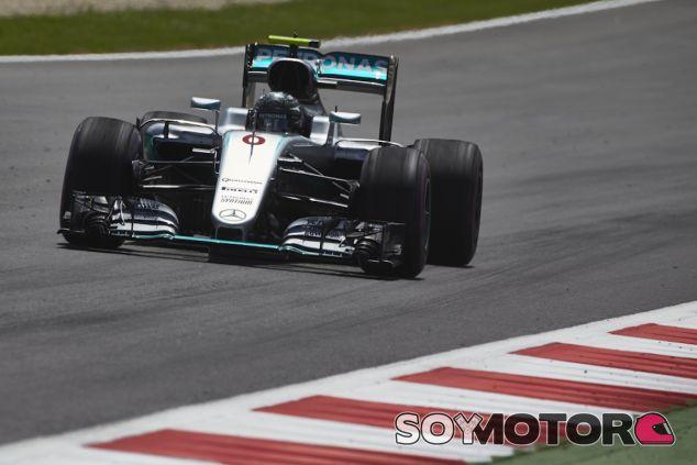 Nico Rosberg durante los entrenamientos libres en Austria - LaF1