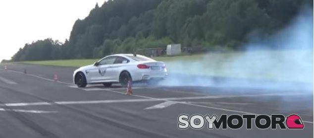 Este BMW M4 casi no lo cuenta durante una carrera de aceleración -SoyMOTor