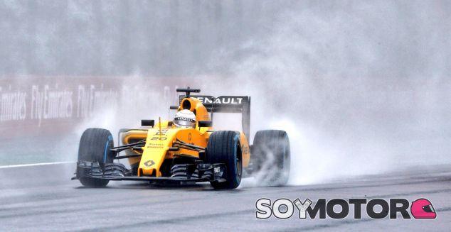 Magnussen durante la carrera en Brasil - LaF1