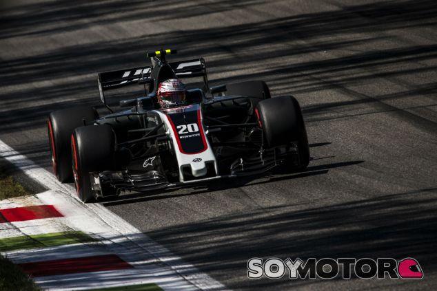 Magnussen durante la carrera en Monza - SoyMotor.com