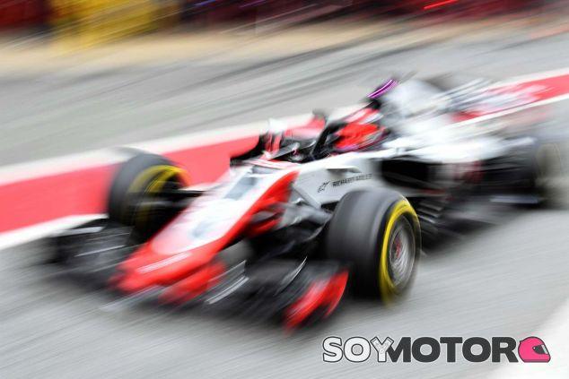 Kevin Magnussen con el VF-18 en Barcelona - SoyMotor.com