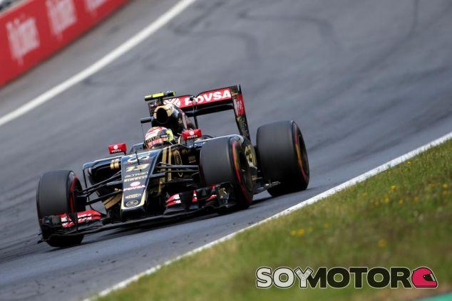 Pastor Maldonado al volante del Lotus E23 - LaF1