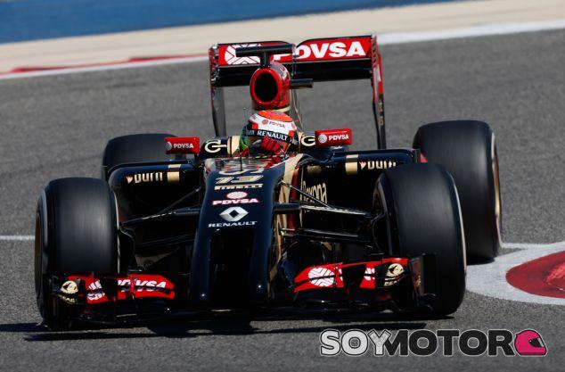 Pastor Maldonado con su E22 en Jerez - LaF1