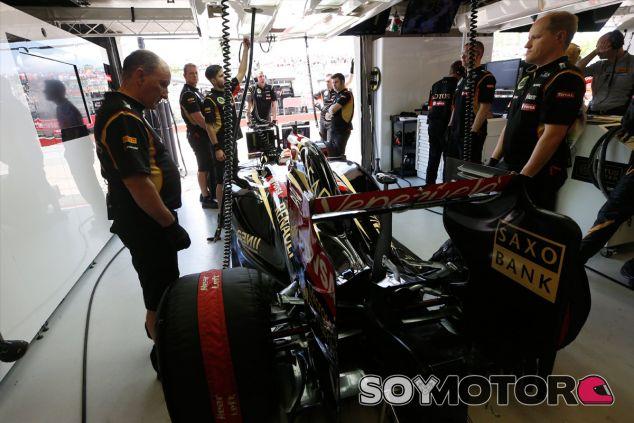 Pastor Maldonado en los boxes de Canadá - LaF1
