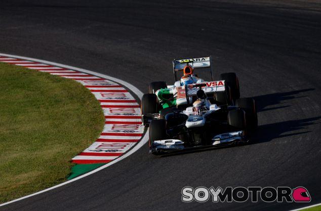Paul di Resta lucha con Adrian Sutil en Suzuka - LaF1