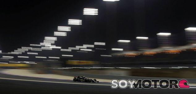 Pastor Maldonado en la noche de Baréin - LaF1