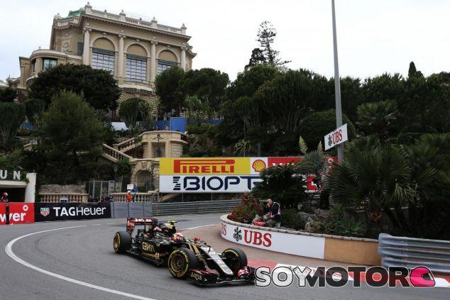 Pastor Maldonado pasando por Loews durante los Libres de Mónaco - LaF1