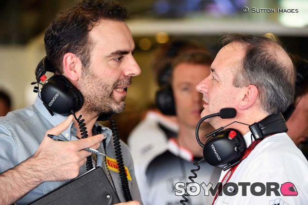 Manuel Muñoz en conversación con Jonathan Neale, de McLaren - SoyMotor