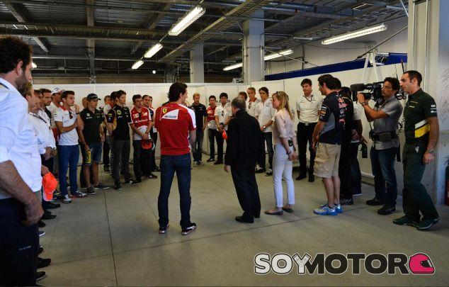 Fotografía del minuto de silencio que la Fórmula 1 dedicó a María en Japón - LaF1