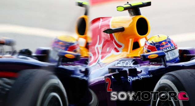 Mark Webber a la entrada del pit lane de Silverstone