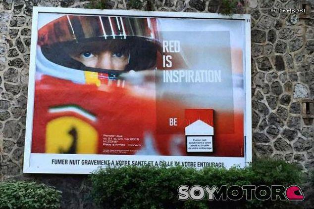 Vettel en un cartel de Marlboro en Mónaco - LaF1.es