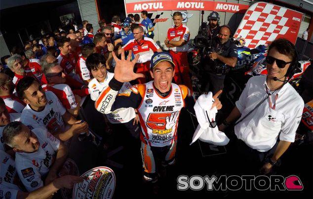 Marc Márquez celebra el título en Motegi - LaF1