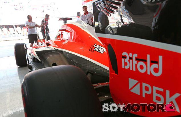 Jules Bianchi en el box de Marussia - LaF1