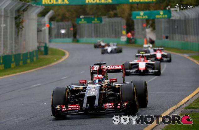 Romain Grosjean en Australia, por delante de los dos Marussia - LaF1