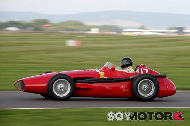 Josef Otto Rettenmaier, al volante del Maserati 250F en Goodwood - SoyMotor.com