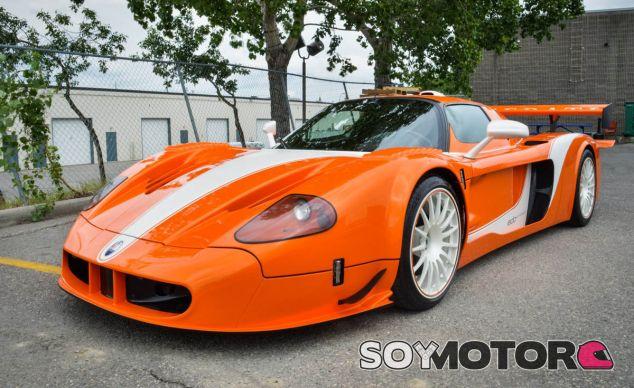 El color naranja de este Maserati MC12 no le hace pasar desapercibido - SoyMotor