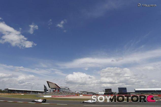 Massa y Bottas no consiguieron mantener detrás a Hamilton y Rosberg - LaF1