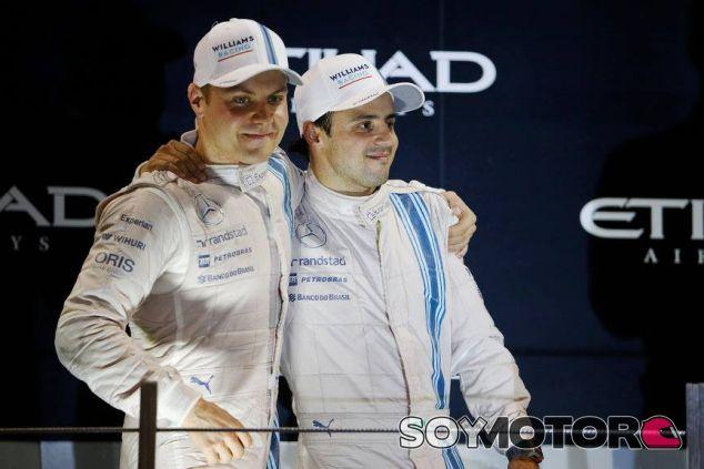 Valtteri Bottas y Felipe Massa durante el podio de Abu Dabi - LaF1