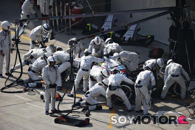 Felipe Massa haciendo un pit stop en Shanghái - LaF1