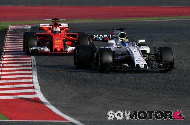 Massa y Vettel durante el martes en el Circuit de Barcelona-Catalunya - SoyMotor