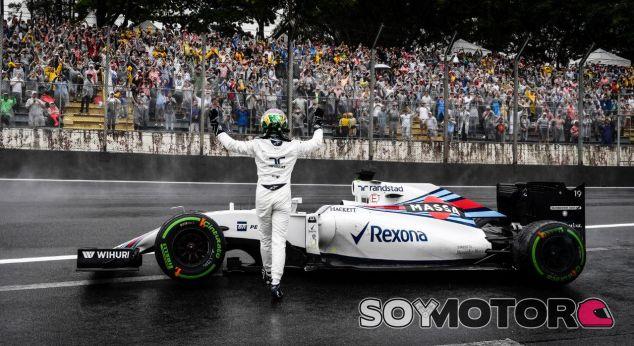 Massa se emocionó después de recibir el cariño de la gente tras su abandono - SoyMotor