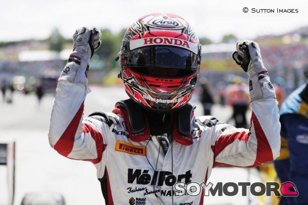 Nobuharu Matsushita celebra su victoria en Hungría 2017 - SoyMotor.com