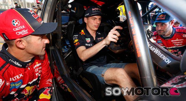 Max Verstappen al volante del V8 Supercar de Red Bull Holden Racing Team en Albert Park - SoyMotor.com