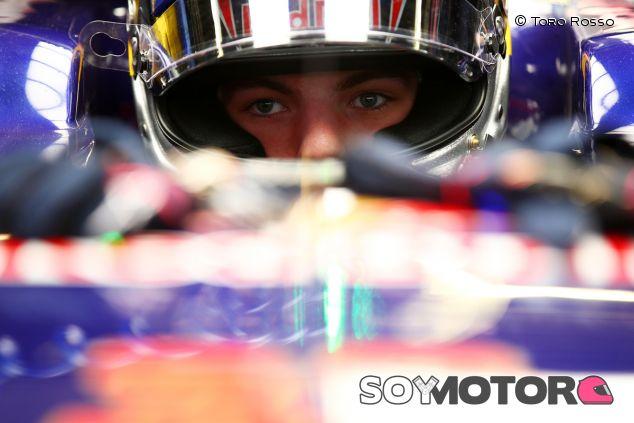 Max Verstappen en el box de Toro Rosso - LaF1.es