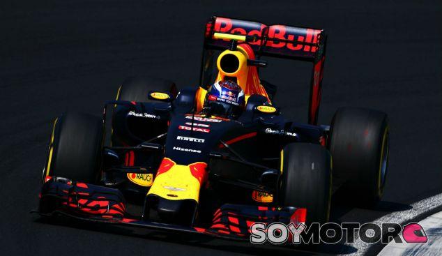 Verstappen durante un GP esta temporada - SoyMotor