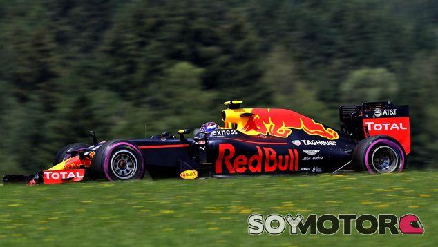 Verstappen ya advirtió sobre la peligrosidad de los pianos - LaF1