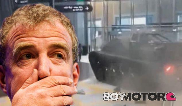 Jeremy Clarkson se ha colado con un tanque en un centro comercial de Dubái - SoyMotor