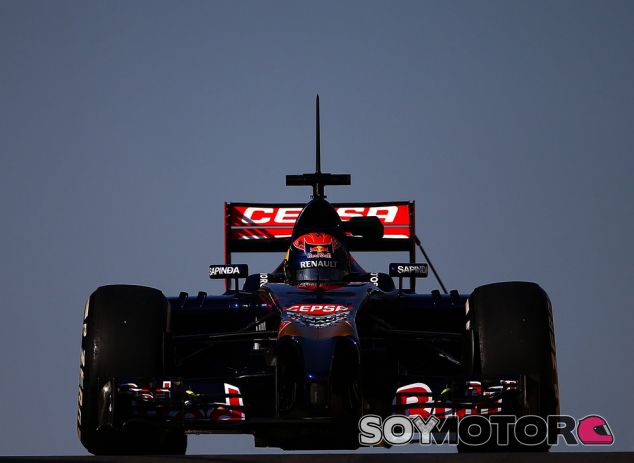 Max Verstappen durante los test de Abu Dhabi con Toro Rosso - LaF1.es