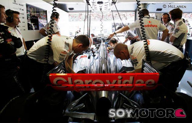 Interior del box de McLaren en Hungría