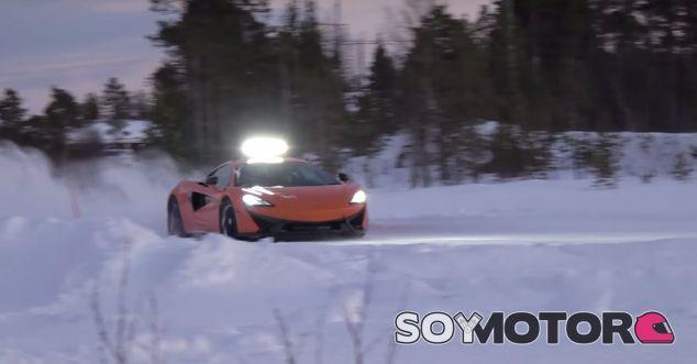 Al volante de un McLaren 570S sobre hielo con Bruno Senna - SoyMotor.com