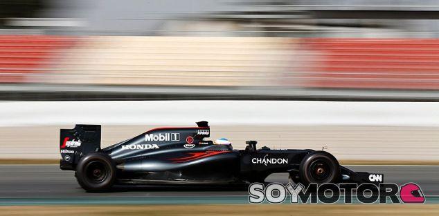 Fernando Alonso en una imagen de archivo de los test de Barcelona - LaF1