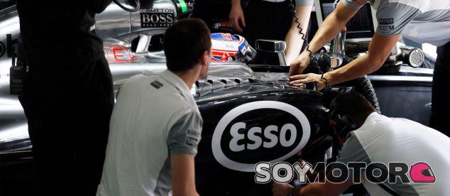 Jenson Button y su MP4-29 a primera hora de la mañana - LaF1