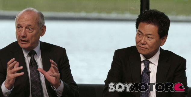 Arai y Ron Dennis en un acto de McLaren-Honda - Laf1.es