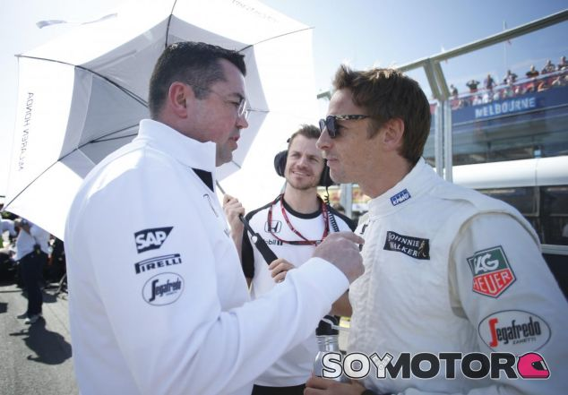 Jenson Button charla con Eric Boullier - LaF1.es