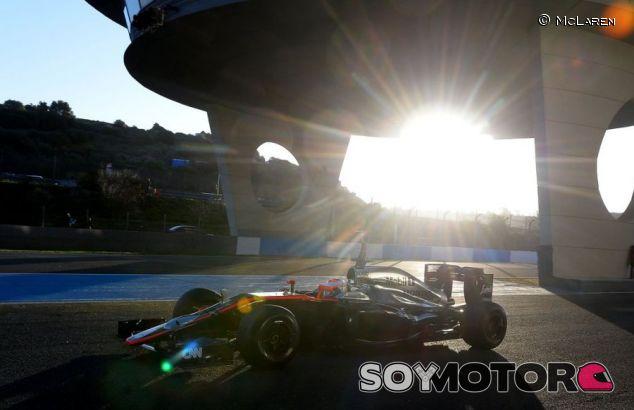 El MP4-30 rodando en Jerez - LaF1.es
