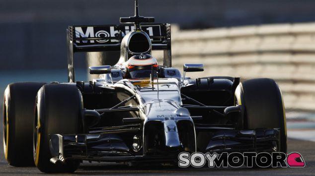 El MP4-29H de McLaren-Honda rodando en Abu Dabi - LaF1.es