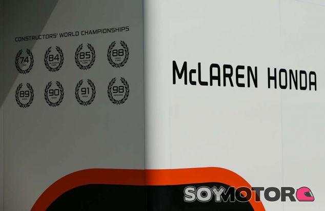 Box de McLaren en Marina Bay - SoyMotor.com