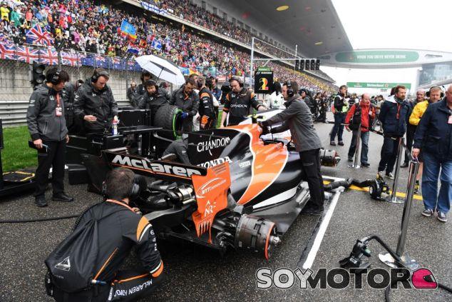McLaren fue incapaz de terminar la carrera de China - SoyMotor