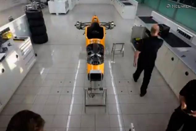 VÍDEO: El montaje del McLaren de Alonso para Indianápolis 2019 - SoyMotor.com
