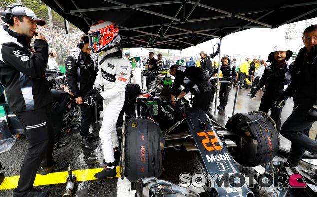 Jenson Button en la parrilla de Brasil - LaF1