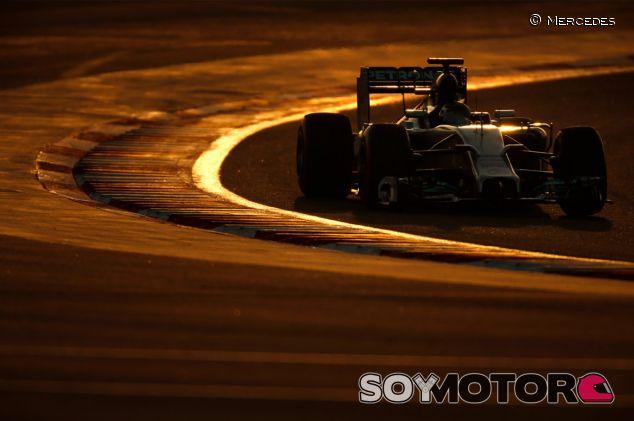 Mercedes en el crepúsculo de Baréin - LaF1