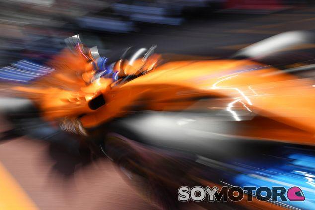 Fernando Alonso, con el MCL33 en Mónaco - SoyMotor.com