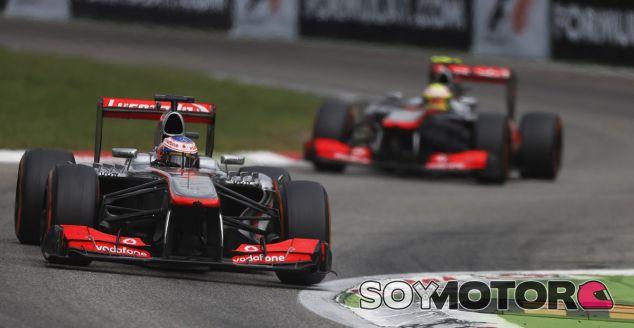 Jenson Button y Sergio Pérez ayer en Monza - LaF1